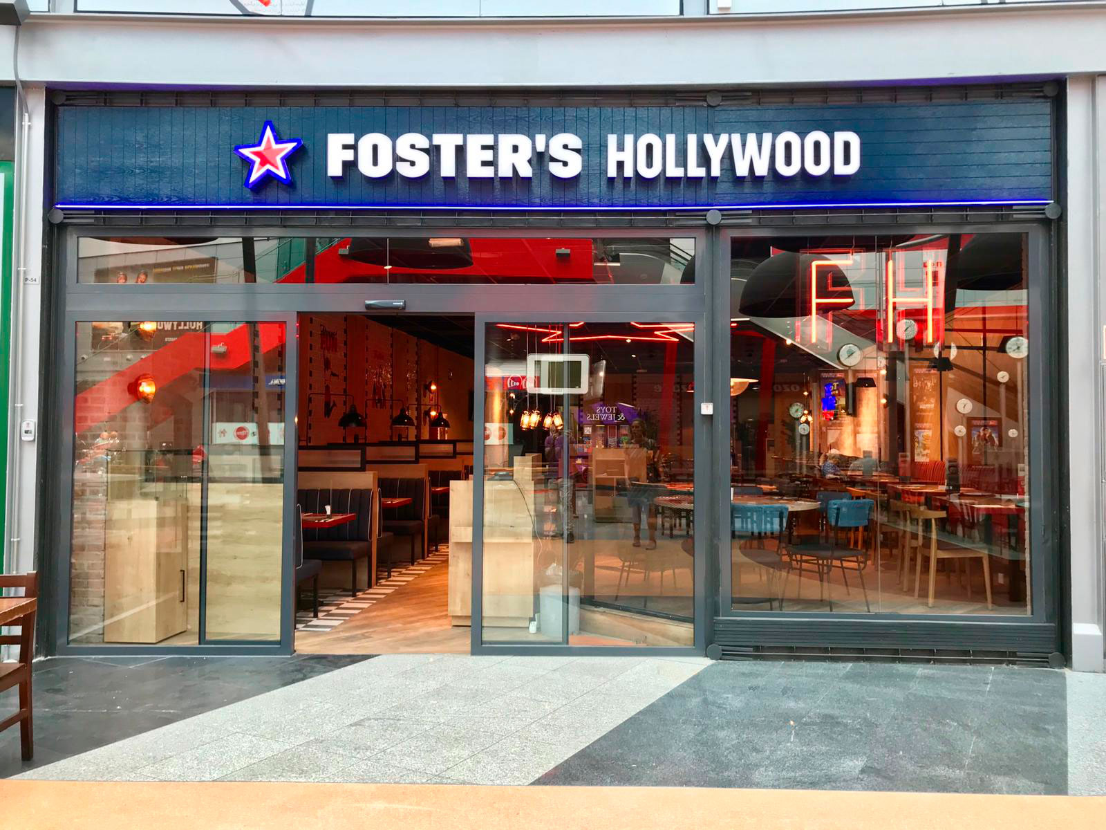 Foster-Hollywood-plaza-imperial